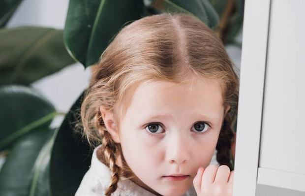 Some practical skills of how to calm herself should help your daughter to deal with her anxiety