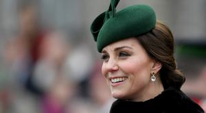 Britain's Catherine, Duchess of Cambridge, attends the St. Patrick's Day Parade with the 1st Battalion Irish Guards at Cavalry Barracks, Hounslow, London on March 17, 2018. / AFP PHOTO / POOL / Andrew Parsons