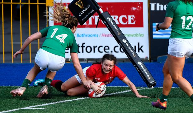 Wales player Jasmine Joyce scores the final try. Photo by Stu Forster/Getty Images