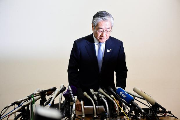TOPSHOT - Japanese Olympic Committee president Tsunekazu Takeda bows as he attends a press conference in Tokyo on January 15, 2019. (Photo by Martin BUREAU / AFP) (Photo credit should read MARTIN BUREAU/AFP/Getty Images)