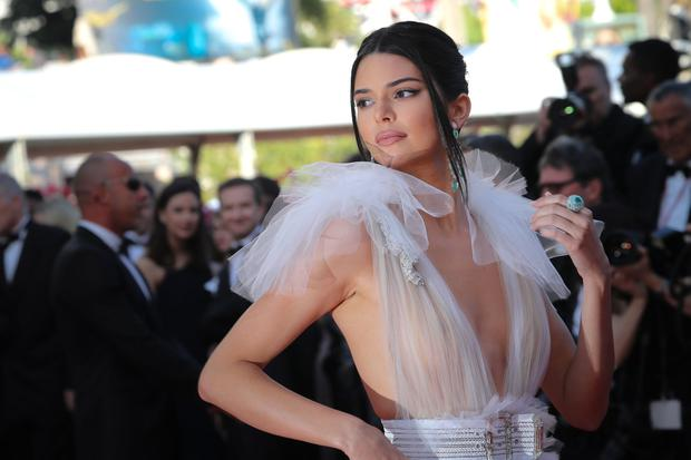 US model Kendall Jenner poses as she arrives on May 12, 2018 for the screening of the film
