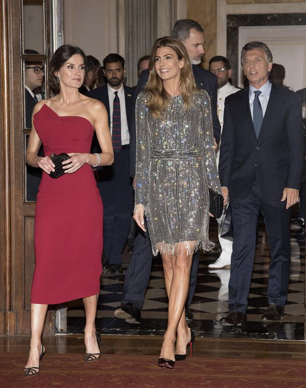 King Felipe VI of Spain, President of Argentina Mauricio Macri, First Lady Juliana Awada and Queen Letizia of Spain attend a reception hosted by Spanish Royals at the Four Seasons Hotel during day two of the official visit of the Spanish Royals on March 26, 2019 in Buenos Aires, Argentina. (Photo by Fotonoticias/Getty Images)