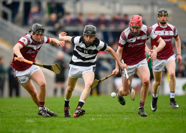 Cian Kenny of St. Kieran's College in action against Christy Brennan, left, and Jason Reilly of Presentation College Athenry. Photo by Harry Murphy/Sportsfile