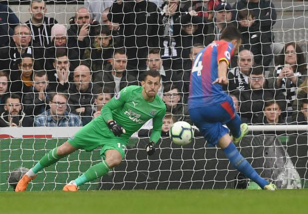 Luka Milivojevic of Crystal Palace scores his team's first goal from the penalty spot past Martin Dubravka of Newcastle United during the Premier League match at St. James Park. (Photo by Stu Forster/Getty Images)