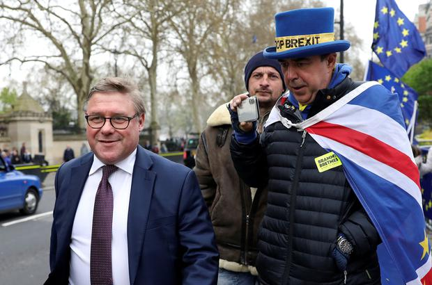 Tory MP Mark Francois is confronted by anti-Brexit protester Steve Bray outside the Houses of Parliament, London. Photo: Reuters/Simon Dawson