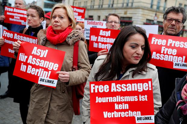 A protest against the arrest of Julian Assange, near the British embassy in Berlin. Photo: Reuters/Fabrizio Bensch