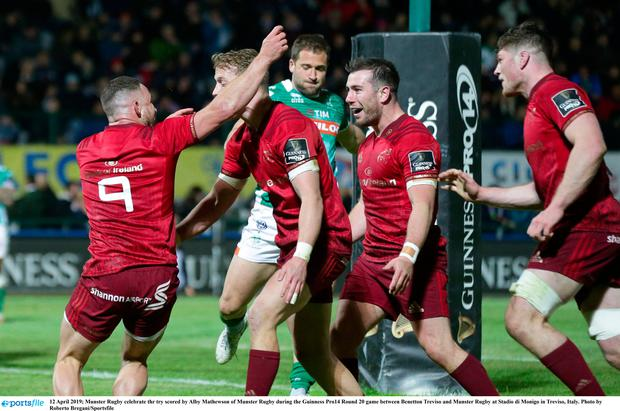 Munster Rugby celebrate thr try scored by Alby Mathewson of Munster Rugby during the Guinness Pro14 Round 20 game between Benetton Treviso and Munster Rugby at Stadio di Monigo in Treviso, Italy. Photo by Roberto Bregani/Sportsfile