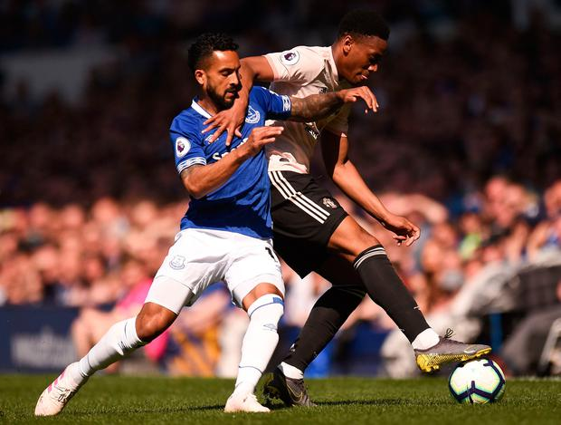 Manchester United's French forward Anthony Martial (R) holds off Everton's English striker Theo Walcott (L). Photo by Oli Scarff / AFP