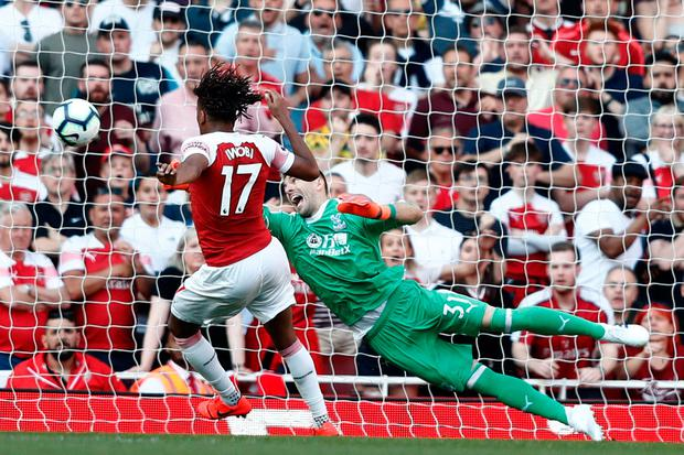 The ball eludes Arsenal's Nigerian striker Alex Iwobi (L) in a late missed chance. Photo by Adrian Dennis/AFP/Getty Images