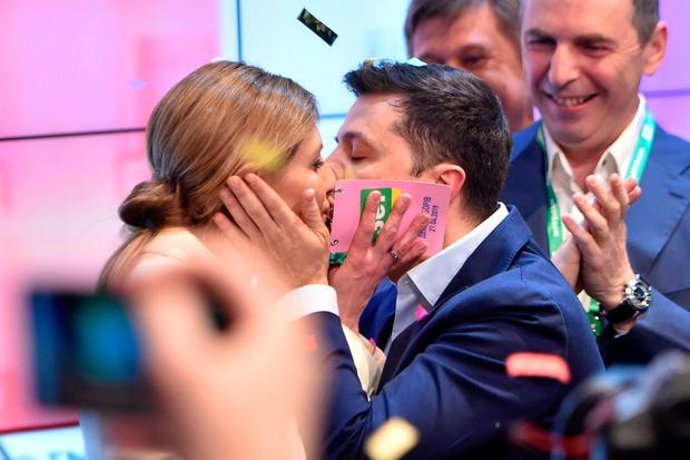 Victor: Volodymyr Zelenskiy kisses his wife Olena. Photo: Getty Images