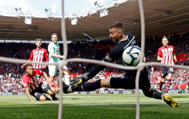 Bournemouth's Dan Gosling scores their first goal. Photo: Matthew Childs/Action Images via Reuters