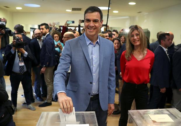 Spain's Prime Minister and Socialist Workers' Party (PSOE) candidate Pedro Sanchez casts his vote during Spain's general election in Pozuelo de Alarcon, outside Madrid, Spain, April 28, 2019. REUTERS/Sergio Perez