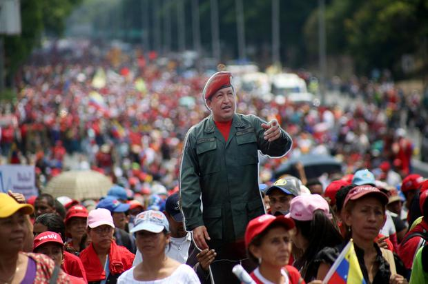 Partisans of Venezuela's President Nicolas Maduro carry a cardboard cutout of late Venezuelan President Hugo Chavez while marching in support of Maduro's government and to commemorate May Day in Caracas, Venezuela, May 1, 2019. REUTERS/Carlos Eduardo Ramirez