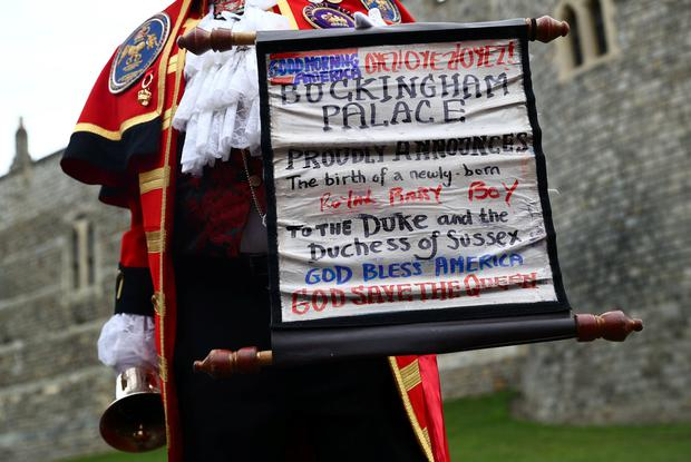 A man makes an announcement outside Windsor Castle that Britain's Meghan, the Duchess of Sussex gave birth to a boy, in Windsor, Britain May 6, 2019. REUTERS/Hannah McKay