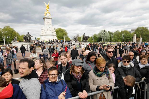 Tourists and members of the public gather at the gates of Buckingham Palace in London on May 6, 2019, following the announcement that Britain's Meghan, Duchess of Sussex has given birth to a son.. (Photo by Tolga AKMEN / AFP)TOLGA AKMEN/AFP/Getty Images
