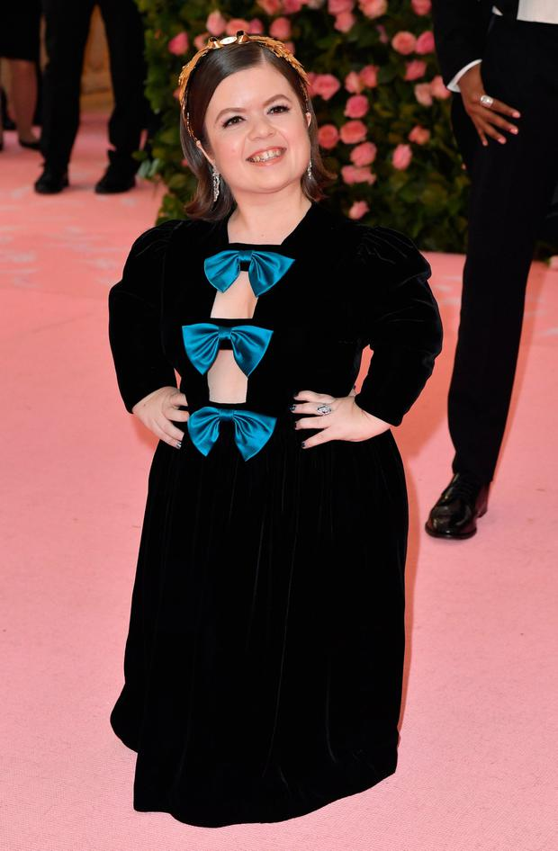 Irish writer Sinead Burke arrives for the 2019 Met Gala at the Metropolitan Museum of Art on May 6, 2019, in New York. - The Gala raises money for the Metropolitan Museum of Arts Costume Institute. The Gala's 2019 theme is Camp: Notes on Fashion