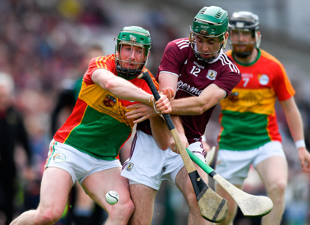 David English of Carlow in action against Brian Concannon of Galway. Photo by Piaras Ó Mídheach/Sportsfile