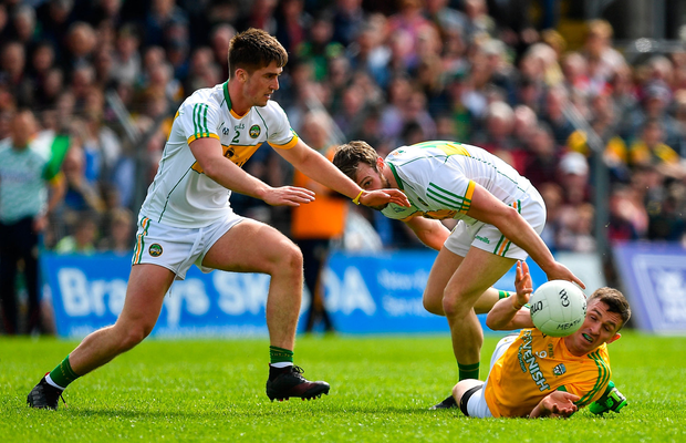 Shane McEntee of Meath in action against Shane Horan and Cathal Mangan of Offaly. Photo by Brendan Moran/Sportsfile