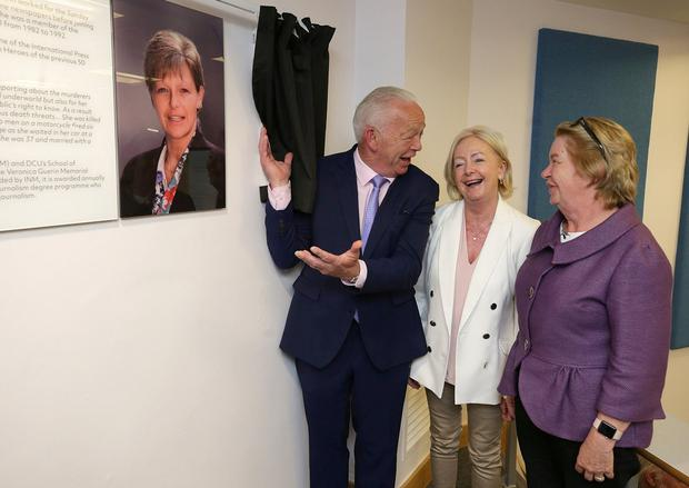 Unveiling: Jimmy Guerin and his sisters Marie Therese Branagan (left) and Claire O'Brien at the naming of the Veronica Guerin Lecture Theatre, DCU. Photo: Damien Eagers/INM
