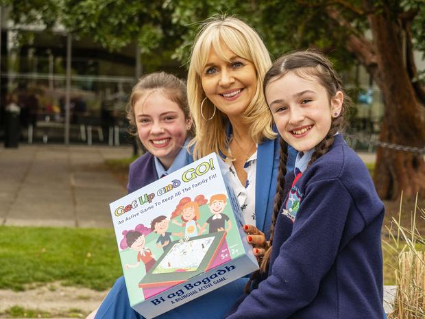 Pupils from Gaelscoil Durlas Eile in Thurles, Co Tipperary, with Miriam O'Callaghan announce details of the programme. Photo: Jerry Kennelly