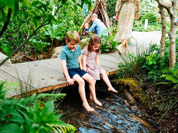 A picture released by Kensington Palace on May 19, 2019 shows Britain's Prince William, Duke of Cambridge and Britain's Catherine, Duchess of Cambridge with their children Prince George (L), Princess Charlotte (C) and Prince Louis at the Adam White and Andree Davies co-designed 'Back to Nature' garden ahead of the RHS Chelsea Flower Show in London. (Photo by Matt Porteous / KENSINGTON PALACE / AFP)