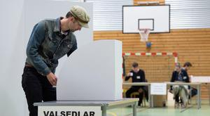 Linus Ludvigsson votes at a polling station during the European Parliament elections in Lund, Sweden Sunday, May 26, 2019. (Johan Nilsson/TT News Agency via AP)