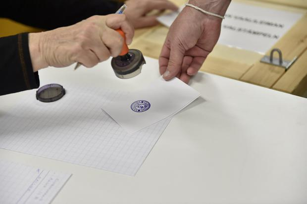 Finns vote during the European Parliament elections in Helsinki, Finland May 26, 2019. Emmi Korhonen/Lehtikuva/via REUTERS