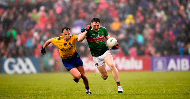 Patrick Durcan of Mayo in action against Niall Kilroy of Roscommon. Photo by Stephen McCarthy/Sportsfile