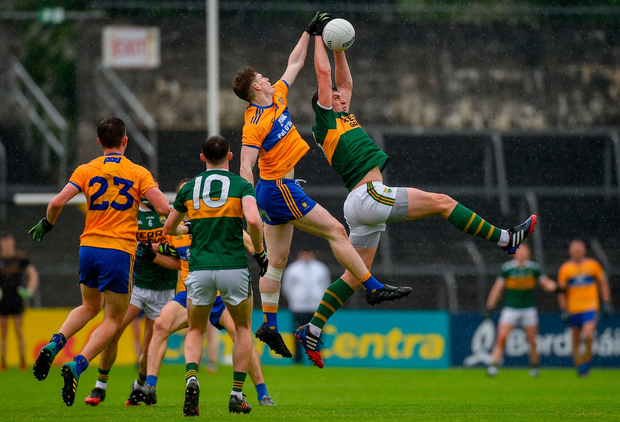David Moran of Kerry in action against Sean O'Donoghue of Clare during the Munster GAA Football Senior Championship semi-final match between Clare and Kerry at Cusack Park in Ennis, Co Clare. Photo by Diarmuid Greene/Sportsfile
