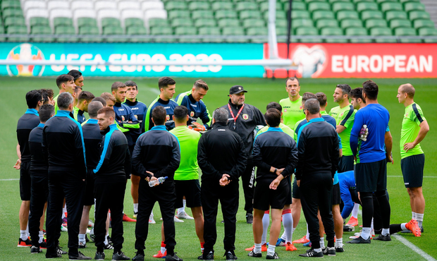Gibraltar manager Julio César Ribas speaking to his players ahead of a training session at the Aviva Stadium in Dublin. Photo by Eóin Noonan/Sportsfile