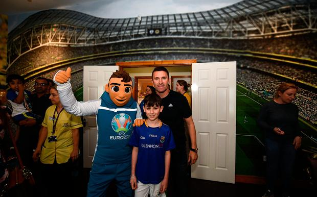 Ambassador Robbie Keane and EURO 2020 mascot Skillzy meet Keelan Hudson, aged 12, from Longford in Crumlin yesterday. Photo by Harry Murphy/Sportsfile