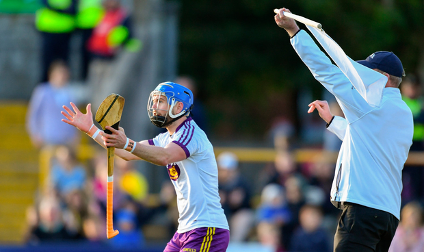 Wexford goalkeeper Mark Fanning remonstrates with referee Fergal Horgan after a point was awarded against his side in the second half. Photo: Piaras Ó Mídheach/Sportsfile