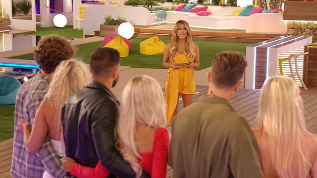 Love Island: SR5: Ep14 on ITV2. Pictured: Caroline oversees the dumping.
