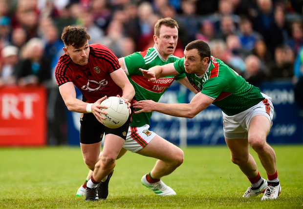 Donal O'Hare of Down in action against Colm Boyle and Keith Higgins of Mayo. Photo by Oliver McVeigh/Sportsfile