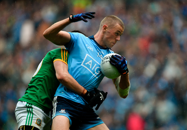 Paul Mannion of Dublin in action against Shane McEntee of Meath. Photo by Daire Brennan/Sportsfile