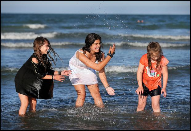 Having fun at Portmarnock Beach was Ruth Daly (8) from Raheny (right) with visiting friends Ainara Garcia (11) and Georgina Rodriguez (12) (centre) both from Seville Spain. Pic Steve Humphreys 26th June 2019