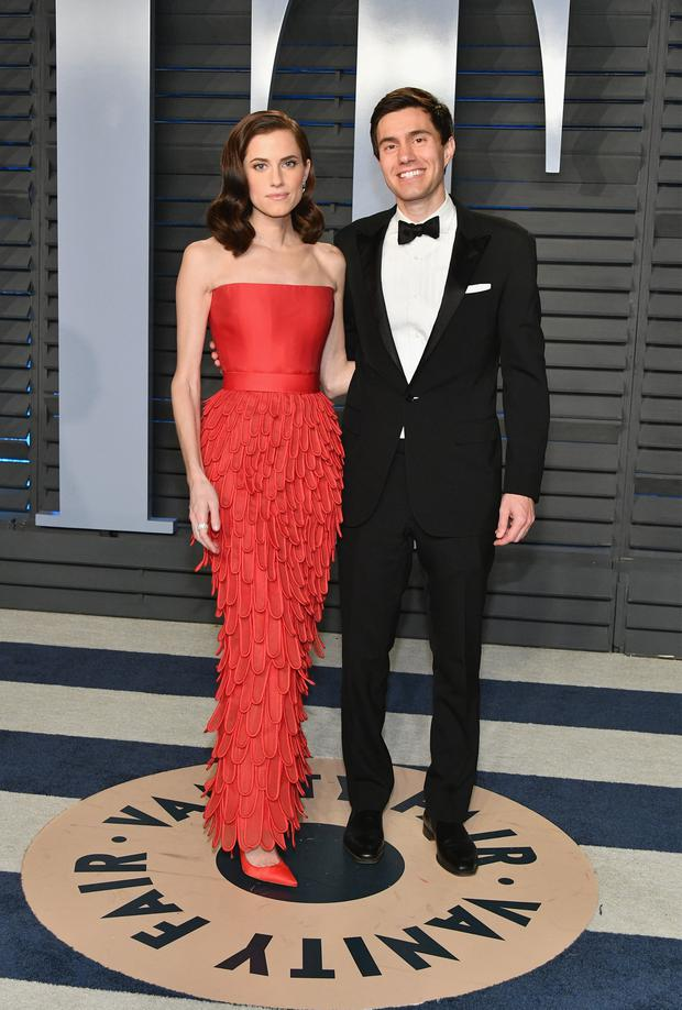 Allison Williams (L) aand Ricky Van Veen attend the 2018 Vanity Fair Oscar Party hosted by Radhika Jones at Wallis Annenberg Center for the Performing Arts on March 4, 2018 in Beverly Hills, California. (Photo by Dia Dipasupil/Getty Images)