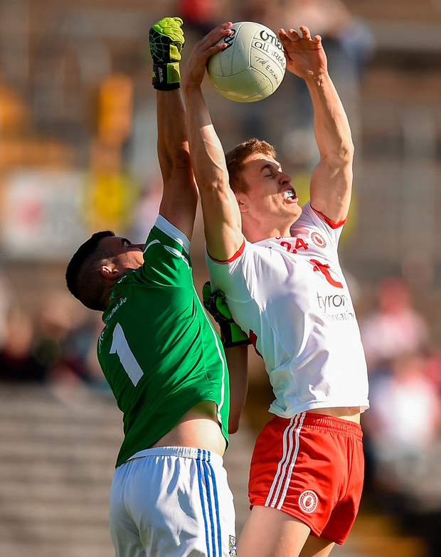 Tyrone's Ben McDonnell wins possession over Cavan goalkeeper Raymond Galligan on his way to scoring his side's first goal. Photo: Ben McShane/Sportsfile