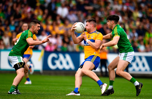Jamie Malone of Clare in action against Séamus Lavin, right, and Shane McEntee of Meath during the GAA Football All-Ireland Senior Championship Round 4 match between Meath and Clare at OMoore Park in Portlaoise, Laois. Photo by Sam Barnes/Sportsfile