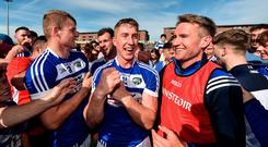 7 July 2019; Ross King of Laois, centre, celebrates with Conor Phelan, left, and Laois manager Eddie Brennan, right, following the GAA Hurling All-Ireland Senior Championship preliminary round quarter-final match between Laois and Dublin at OMoore Park in Portlaoise, Laois. Photo by Sam Barnes/Sportsfile