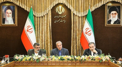 Abbas Araqchi, Iranian deputy foreign minister for political affairs (R), Behrouz Kamalvandi, Iran's Atomic Energy Organization spokesman (L) and Iran's government spokesman Ali Rabiei attend a news conferenece in Tehran, Iran July 7, 2019. Photo: Reuters