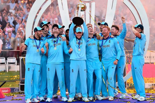 England's captain Eoin Morgan lifts the World Cup trophy as England's players celebrate their win after the 2019 Cricket World Cup final between England and New Zealand at Lord's Cricket Ground in London on July 14, 2019. - England won the World Cup for the first time as they beat New Zealand in a Super Over after a nerve-shredding final ended in a tie at Lord's on Sunday. (Photo by Glyn KIRK / AFP)