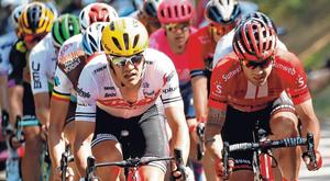 Nicolas Roche (Team Sunweb, right) and Jasper Stuyven (Trek-Segafredo) driving the pace at the front of the breakaway during yesterday's 170.5-km Stage 9 from Saint-Etienne to Brioude. Photo: Christian Hartmann/Reuters
