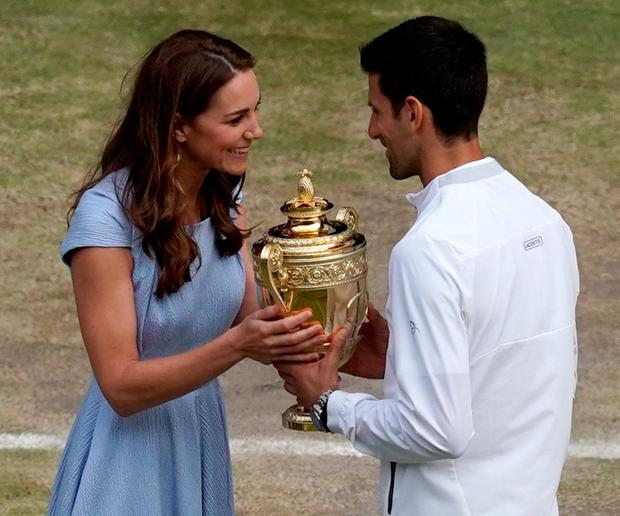 Catherine Duchess of Cambridge presents the 2019 champion with his trophy. Photo: Will Oliver/AFP/Getty Images