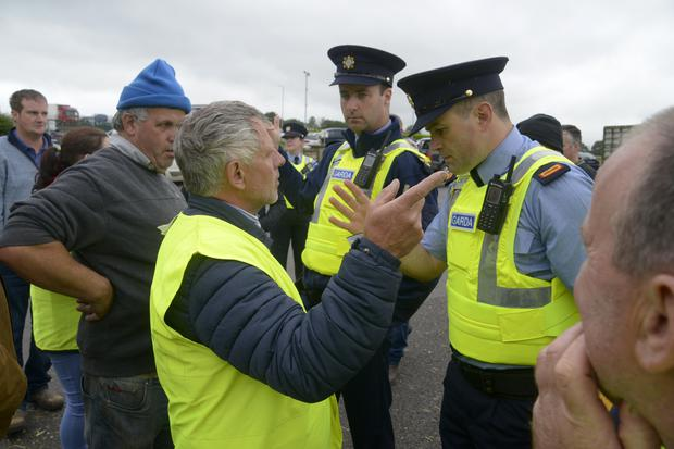 Macroom farmer Ger Dineen and Inspector Dave Callaghan from Bandon Garda station discuss the impass at the Beef Plan movement protest at ABP Bandon Co Cork. Picture Denis Boyle
