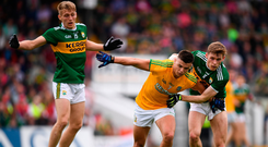Gavin McCoy of Meath and Kerry's Gavin White battle for possession. Photo by Stephen McCarthy/Sportsfile