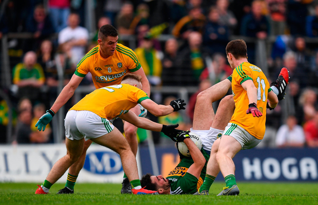 Jack Sherwood of Kerry in action against Meath players, from left, Ross Ryan, Bryan Menton and Bryan McMahon. Photo by Stephen McCarthy/Sportsfile