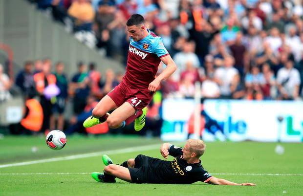 West Ham United's Declan Rice (left) and Manchester City's Oleksandr Zinchenko battle for the ball during the Premier League match at London Stadium.