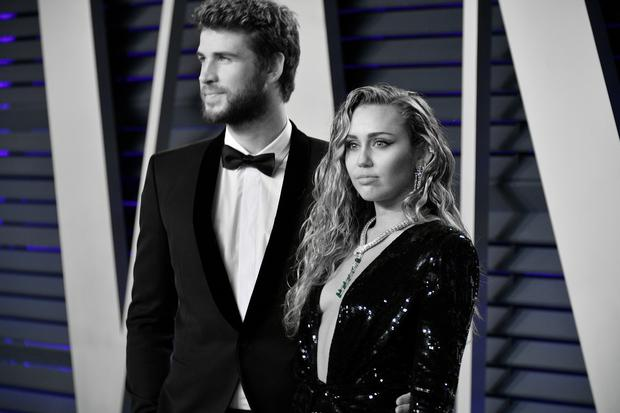 Liam Hemsworth (L) and Miley Cyrus attend the 2019 Vanity Fair Oscar Party hosted by Radhika Jones at Wallis Annenberg Center for the Performing Arts on February 24, 2019 in Beverly Hills, California. (Photo by Dia Dipasupil/Getty Images)