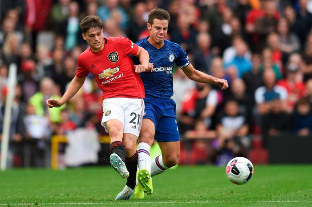 Manchester United's Daniel James (L) vies with Chelsea's Spanish defender Cesar Azpilicueta (R). Photo: Getty Images